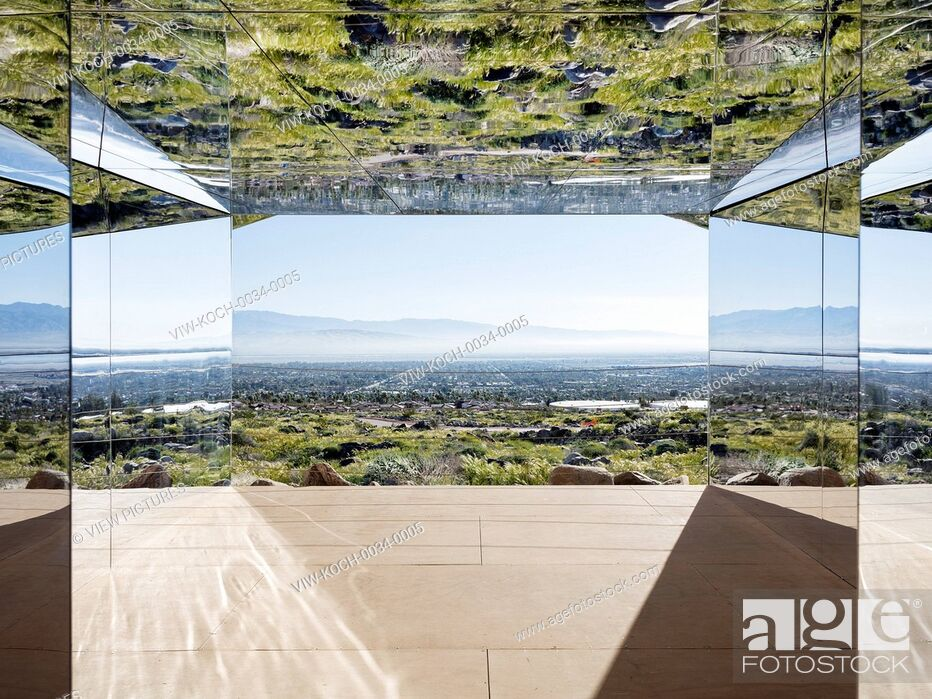 Imagen: American artist Doug Aitken has realized 'Mirage', a typical California ranch style house completely clad in reflective mirrored.