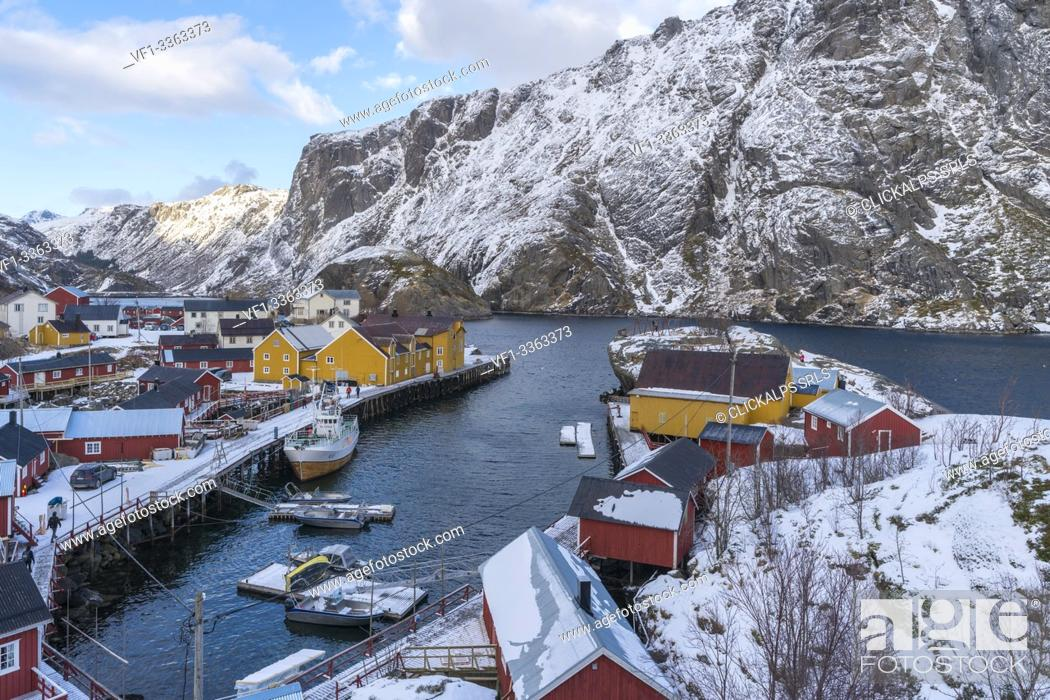 Photo de stock: Boats in the harbour of the village in winter. Nusfjord, flakstad municipality, Nordland county, Northern Norway, Norway.