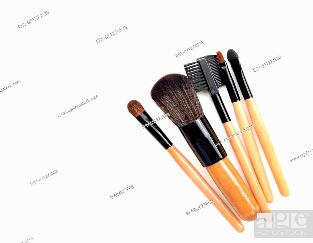Imagen: Professional make-up brush. collection of brushes on white background.