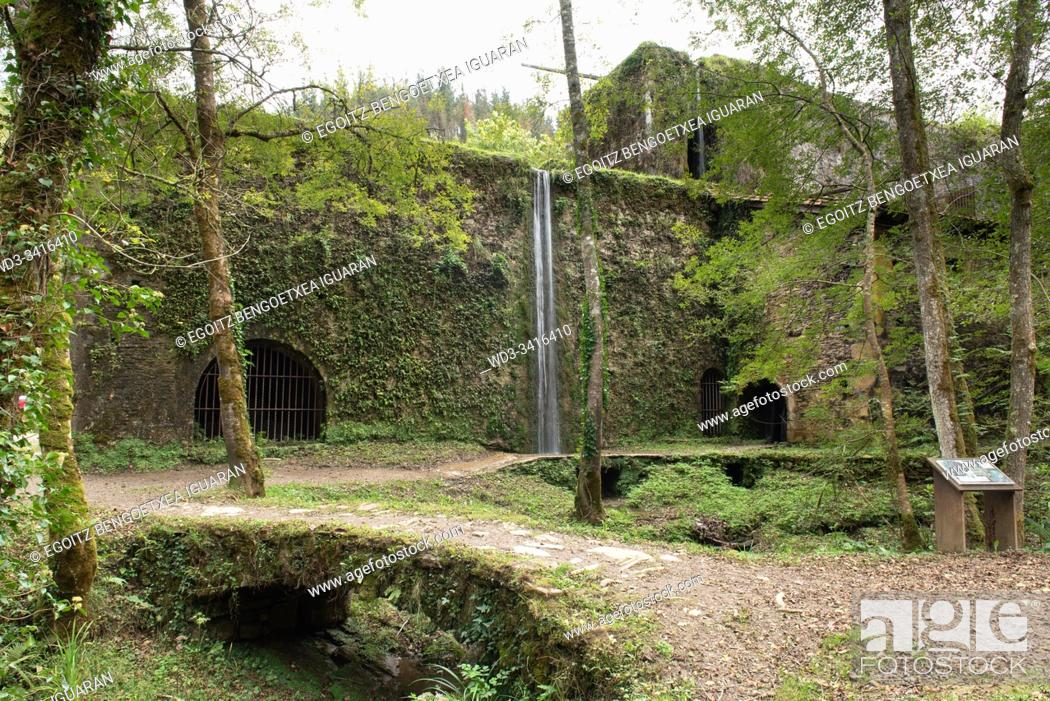 Imagen: The old foundry powered by water of Agorregi, Pagoeta Natural Park, Basque Country, Spain.