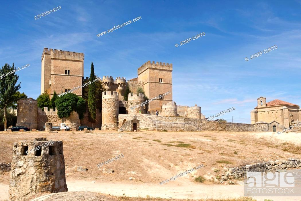 Photo de stock: Castle and church of Santiago, Ampudia, Tierra de Campos region, Palencia province, Castilla y Leon, Spain.