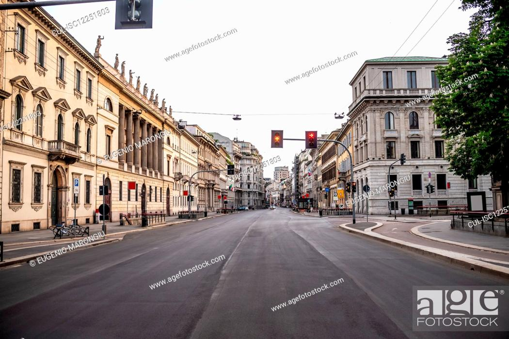 Imagen: Empty streets in the city of Milan during the Corona Virus lockdown period.