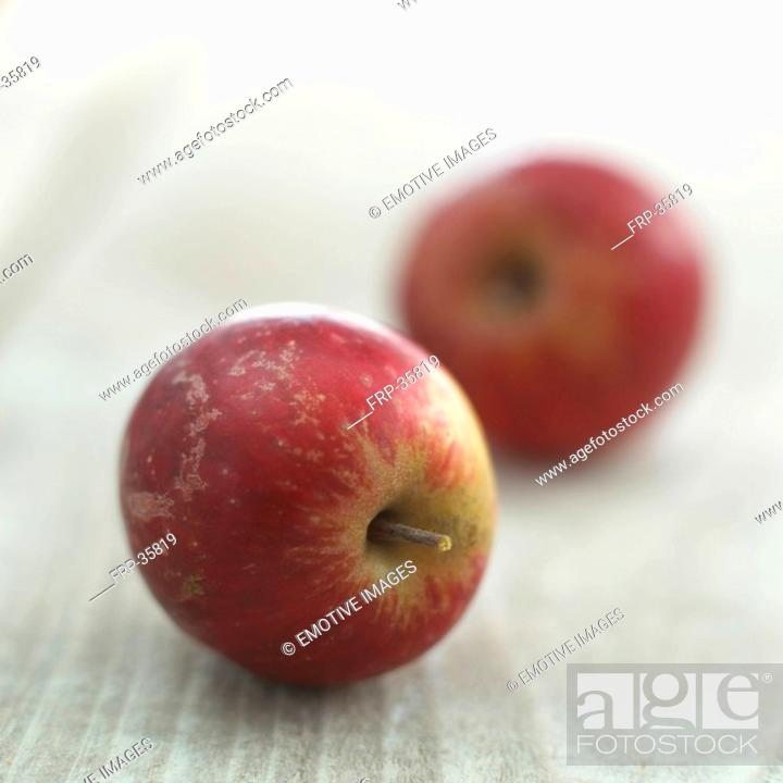 Stock Photo: close-up red apples.