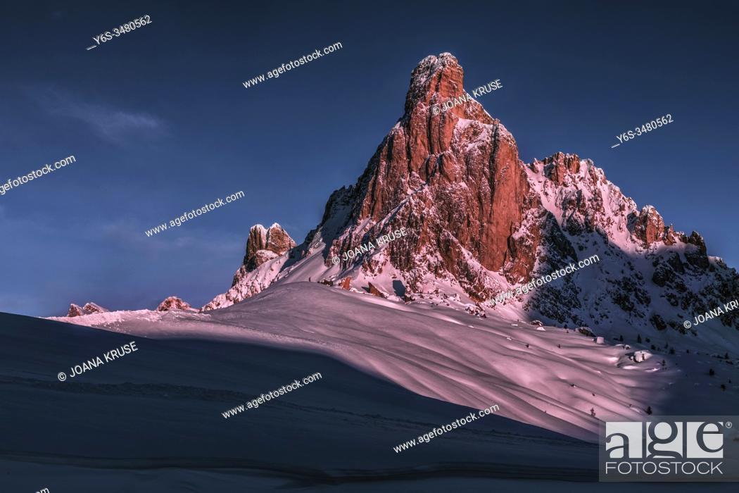 Stock Photo: Passo di Giau, Veneto, Dolomites, Italy, Europe.