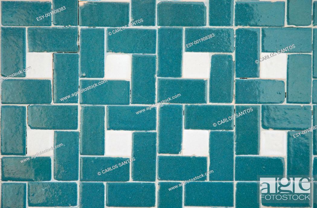 Imagen: Traditional Portuguese glazed tiles.