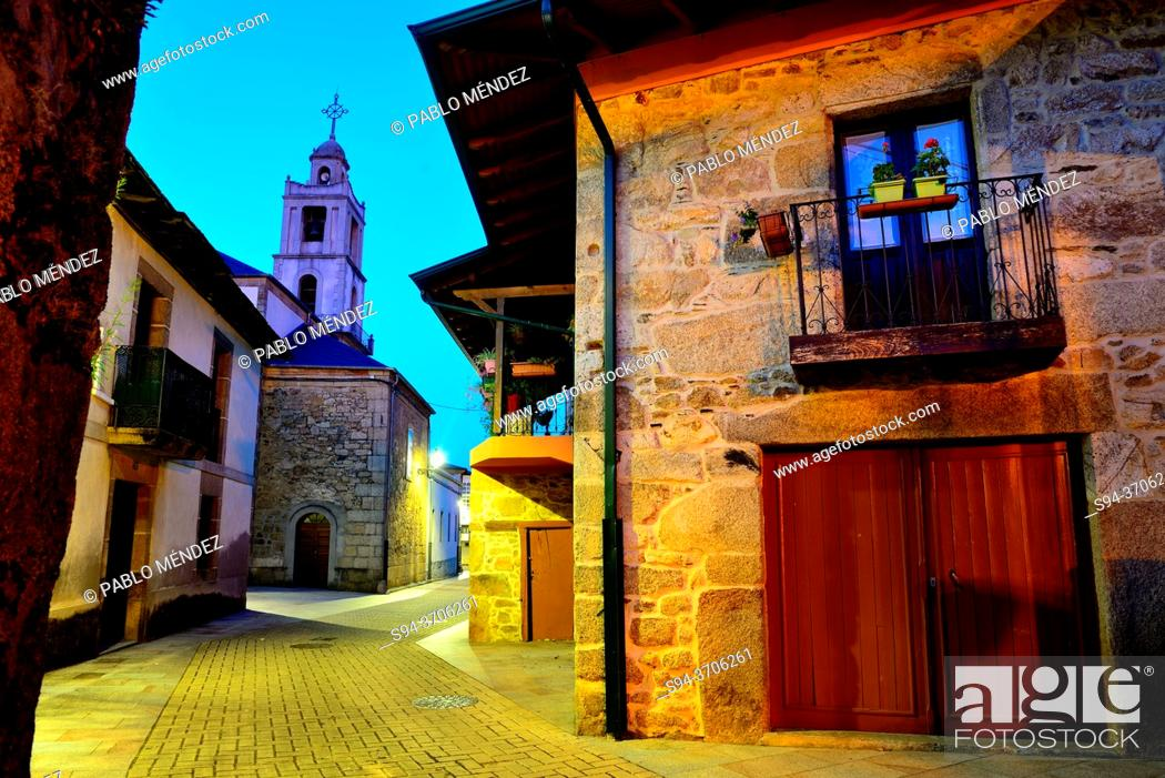 Imagen: View of the church from Main square of Petin, Orense, Spain.