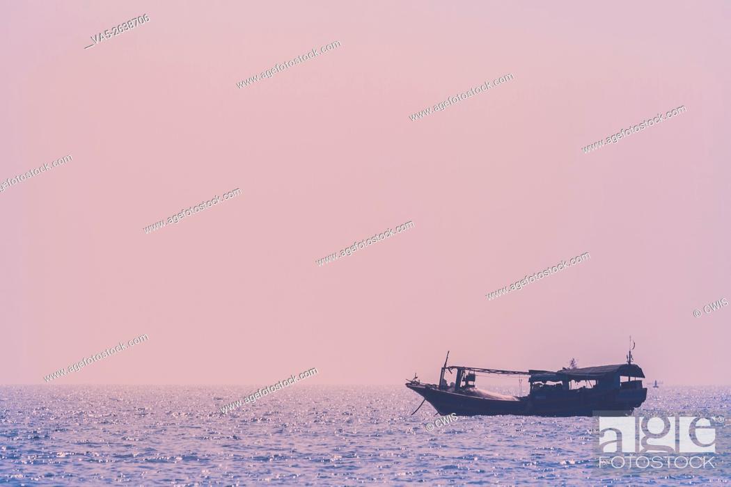 Imagen: Hainan Island, China - The view of a fishing ship anchoring off the shore.