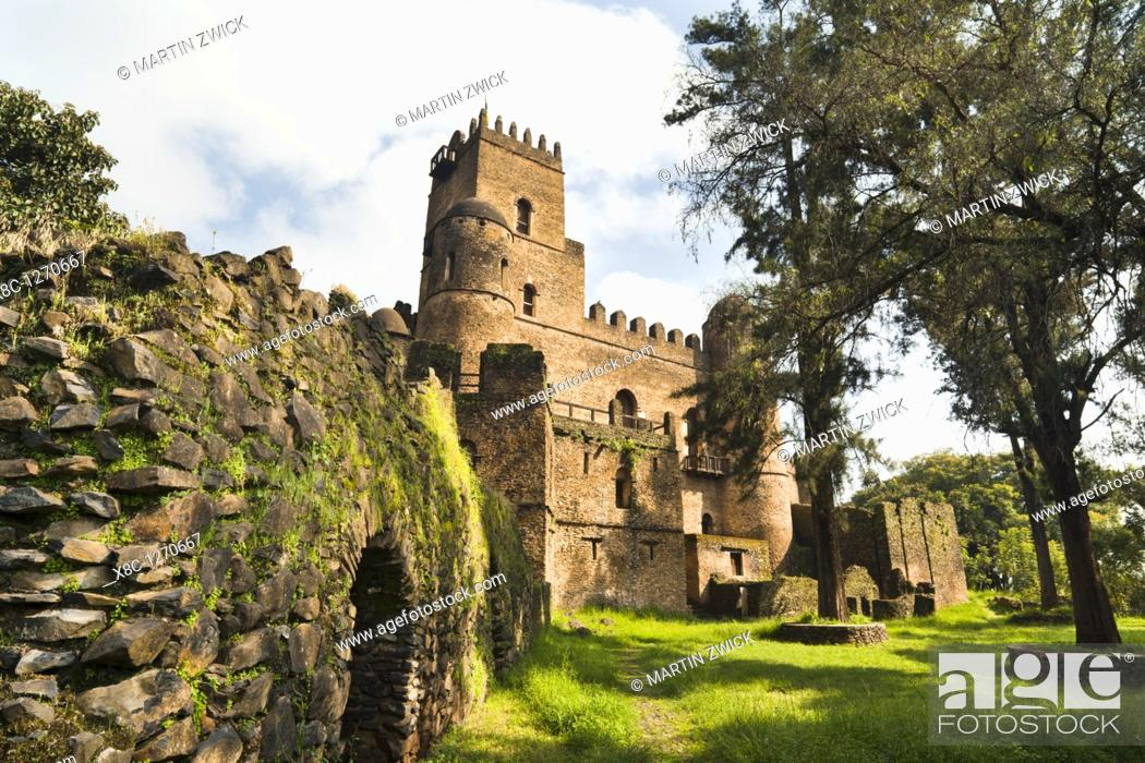 Imagen: Fasil Ghebbi, fortress like royal enclosure, Gonder, Ethiopia  Emperor Fasiladas Palace, exterior  The fortress – palace royal enclosure of Fasil Ghebbi is.