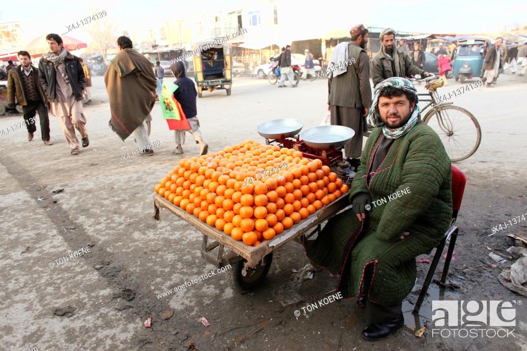 Photo de stock: Daily life on the market in Kunduz.