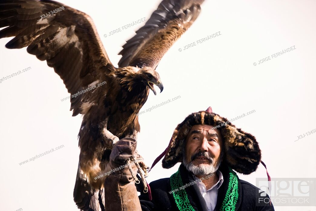 Imagen: Eagle-Hunters at the Bayan-Olgii eagle hunting festival  Western Mongolia.