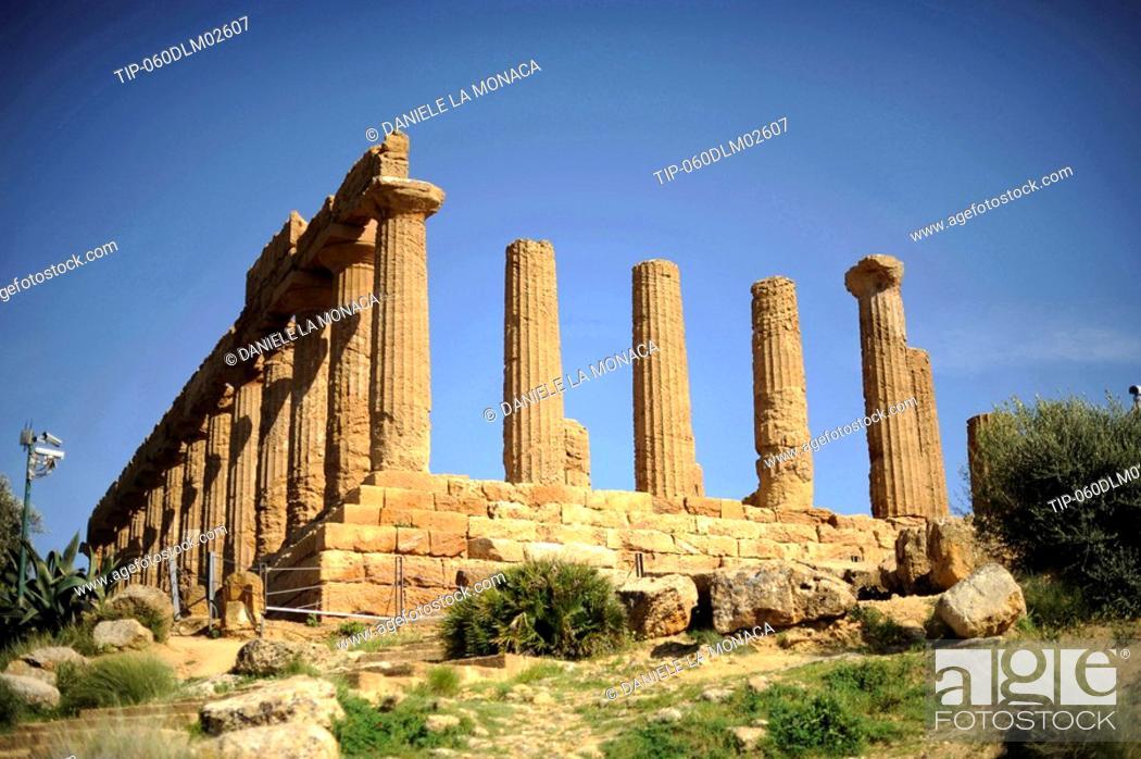 Stock Photo: Italy, Sicily, Agrigento, Tempio di Giunone, the Juno Temple.