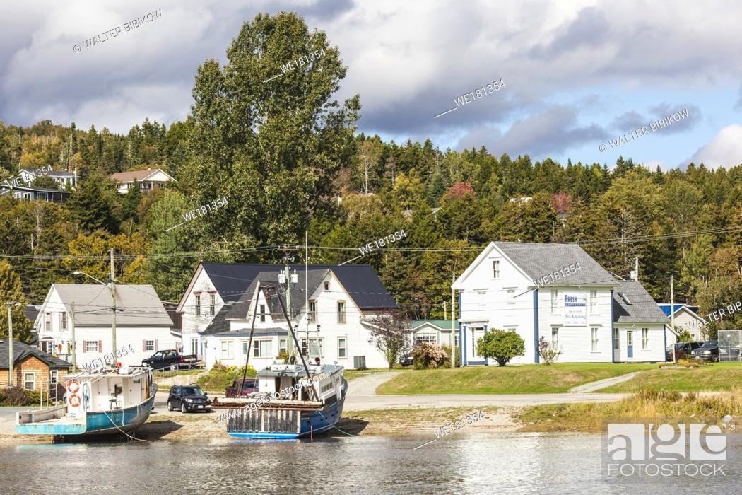 Imagen: Canada, New Brunswick, Bay of Fundy, Alma, gateway to Fundy National Park, village view.