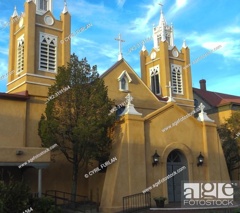 Stock Photo: Iglesia de san felipe de neri 1793, square old town, Albuquerque, New Mexico.