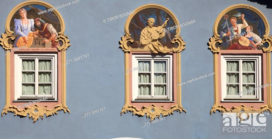 Imagen: Germany, Bavaria, Alps, Mittenwald, painted house, .
