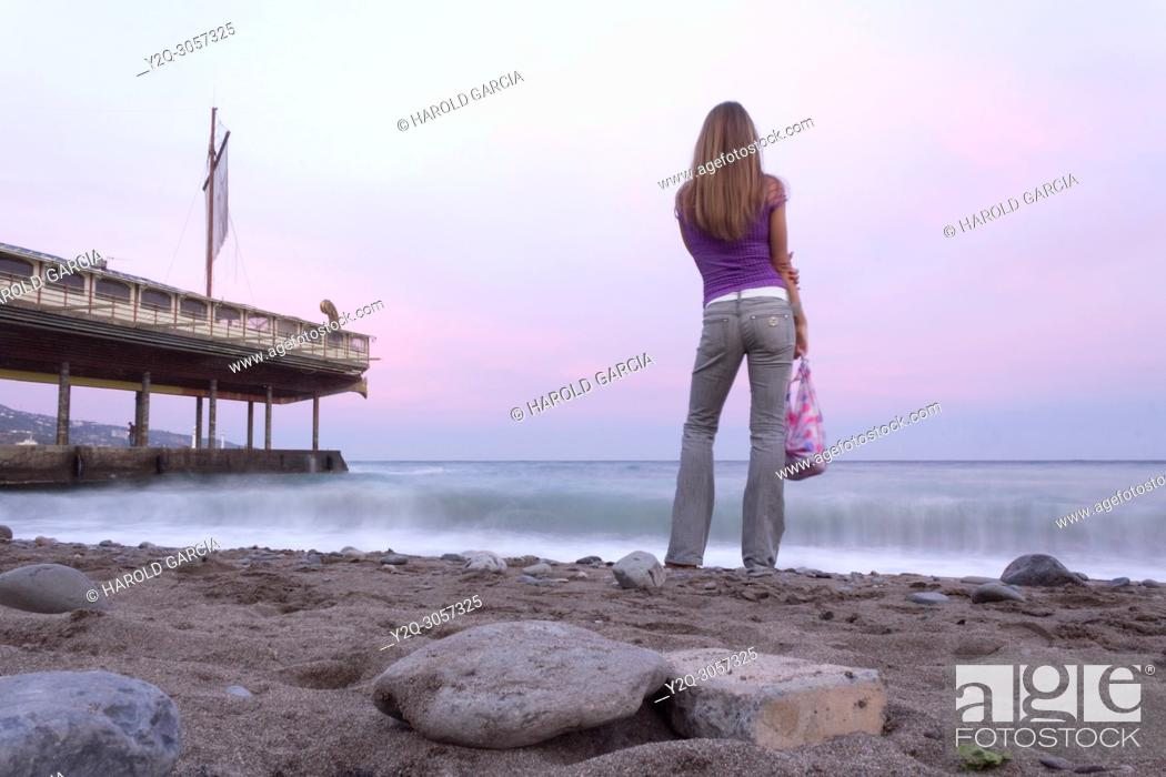 Imagen: Woman looking into the ocean water's in Yalta, Crimea.