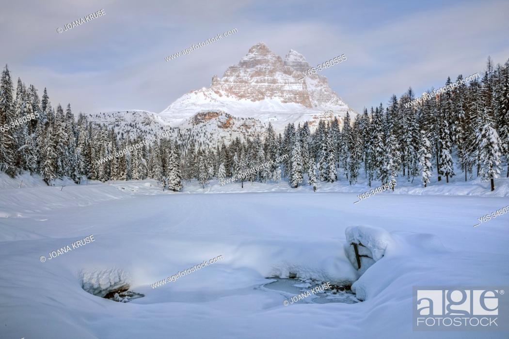 Stock Photo: Lake Antorno, Misurina, Belluno, Veneto, Dolomites, Italy, Europe.