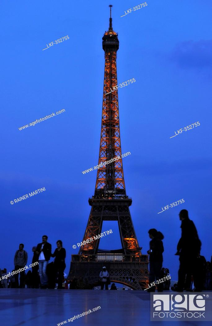 Stock Photo: People in front of the illuminated Eiffel Tower in the evening, Trocadero, Paris, France, Europe.
