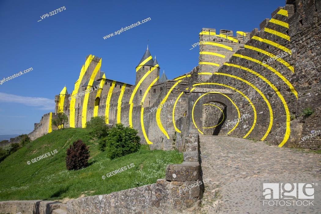 Imagen: Cite de Carcassonne, Carcassonne city, contemporary art, painting, Felice Varini.