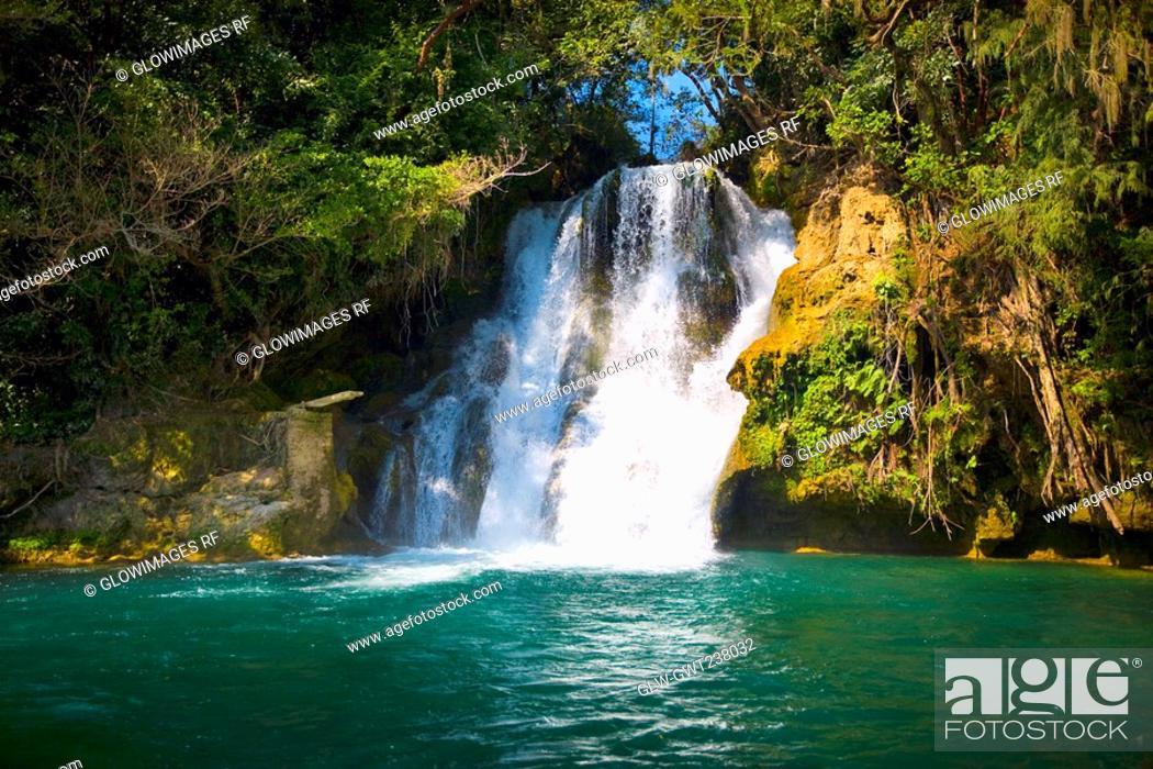 Stock Photo: Waterfall in a forest, Tamasopo Waterfalls, Tamasopo, San luis Potosi, Mexico.