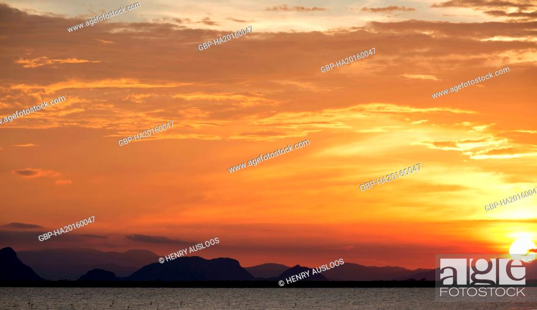 Stock Photo: Thailand, Patthalung, view from Tale Noi to the mountains of Khao Pu - Khao Ya Nl Park.