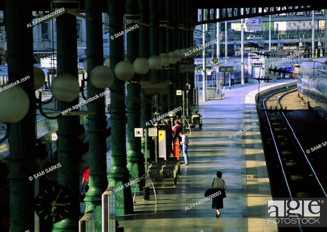 Stock Photo: Paris, train platform.