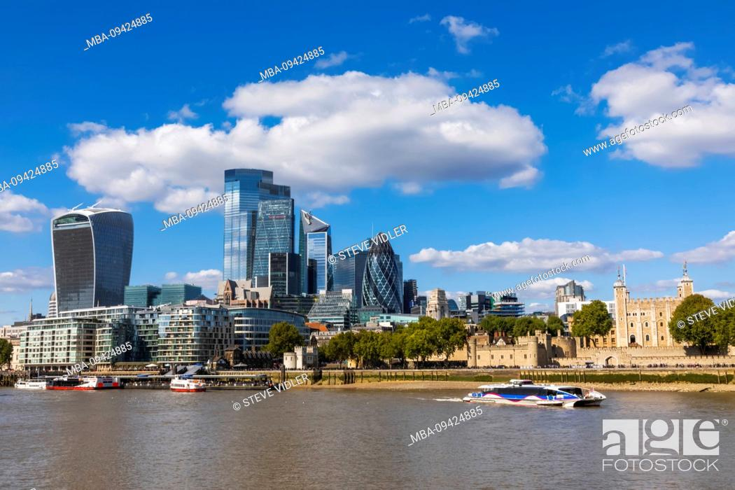 Imagen: England, London, The City of London Skyline and The Tower of London.