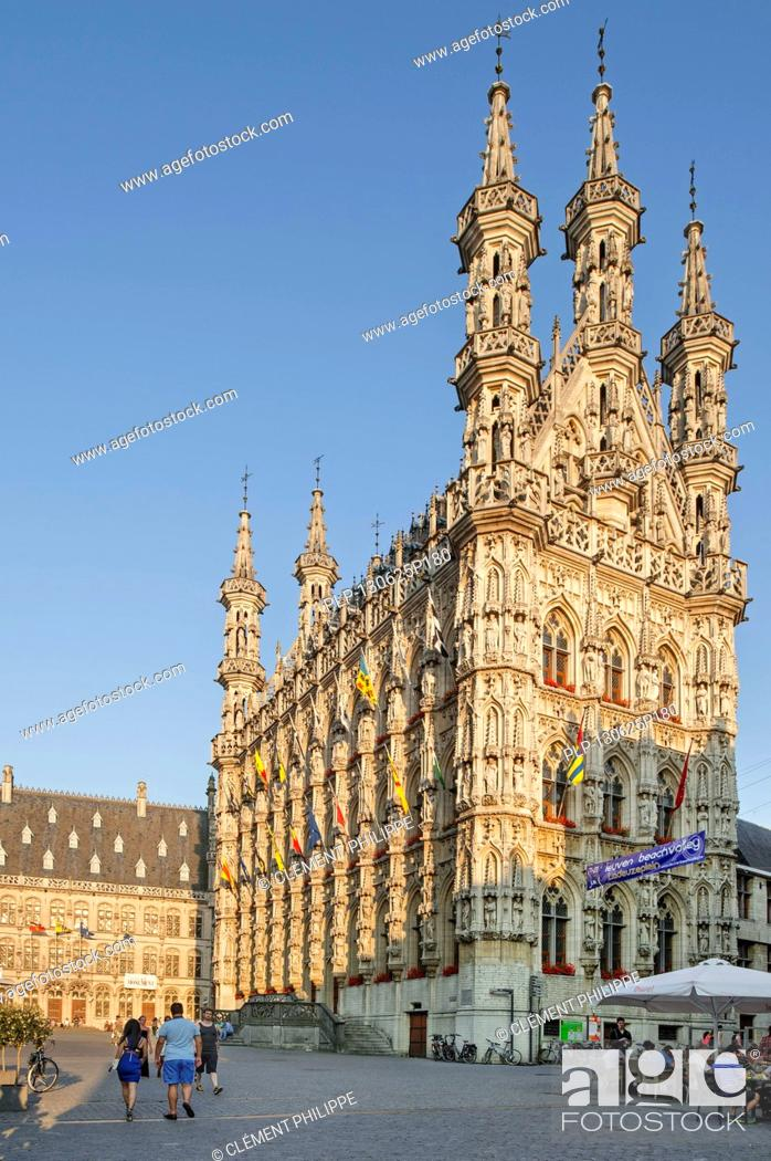 Imagen: The Gothic town hall in Brabantine Late Gothic style at the Grote Markt / Main Market square, Leuven / Louvain, Belgium.