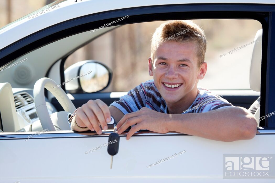 Imagen: Young male learner driver.