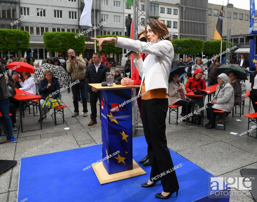 Stock Photo: 29 April 2019, Rhineland-Palatinate, Mainz: Katarina Barley (front), leading candidate of the SPD in the European elections, and Malu Dreyer (SPD, concealed).