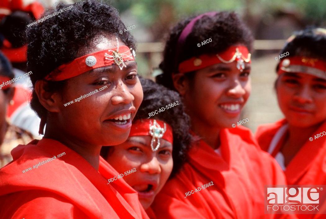 Girls In Traditional Dresses Denantanah People Of Ngada Riung