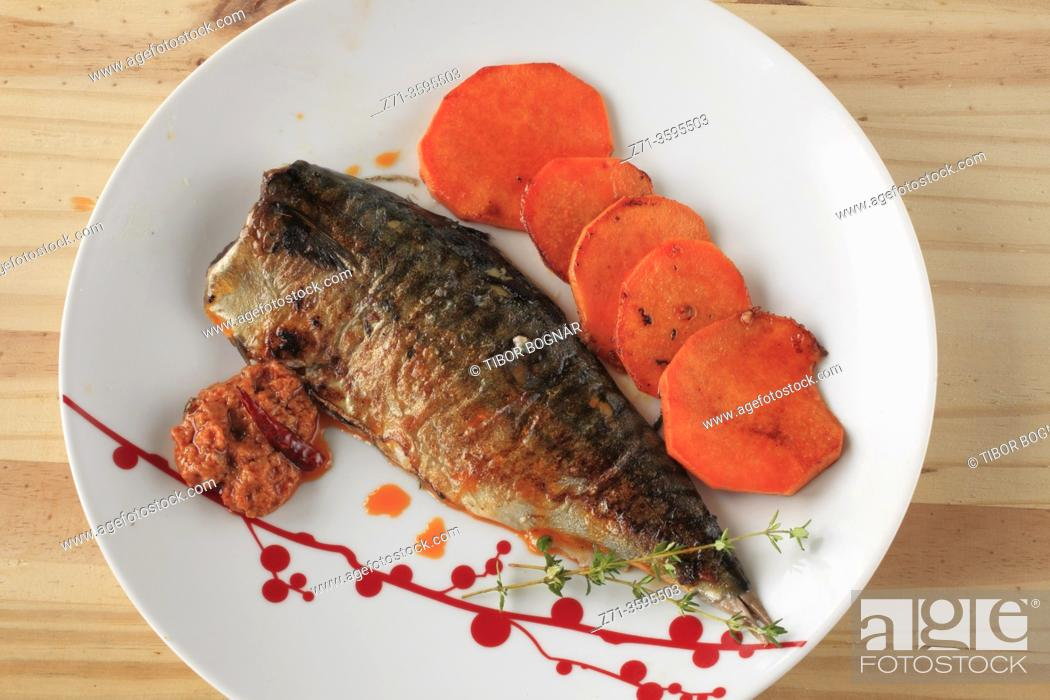 Stock Photo: Mackerel, fish, grilled, romesco sauce, sweet potatoes, thym, .