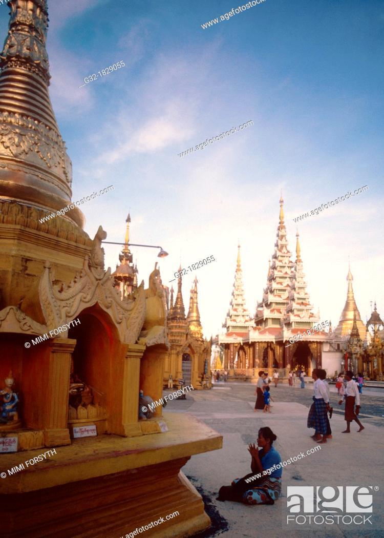 Stock Photo: Shwedagon pagoda, Rangoon, Burma.