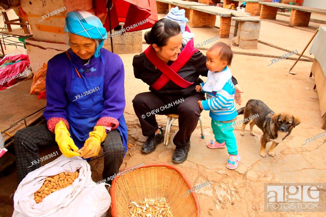 Stock Photo: Street vendors in a small village, puzhehai, Yunnan province, China.