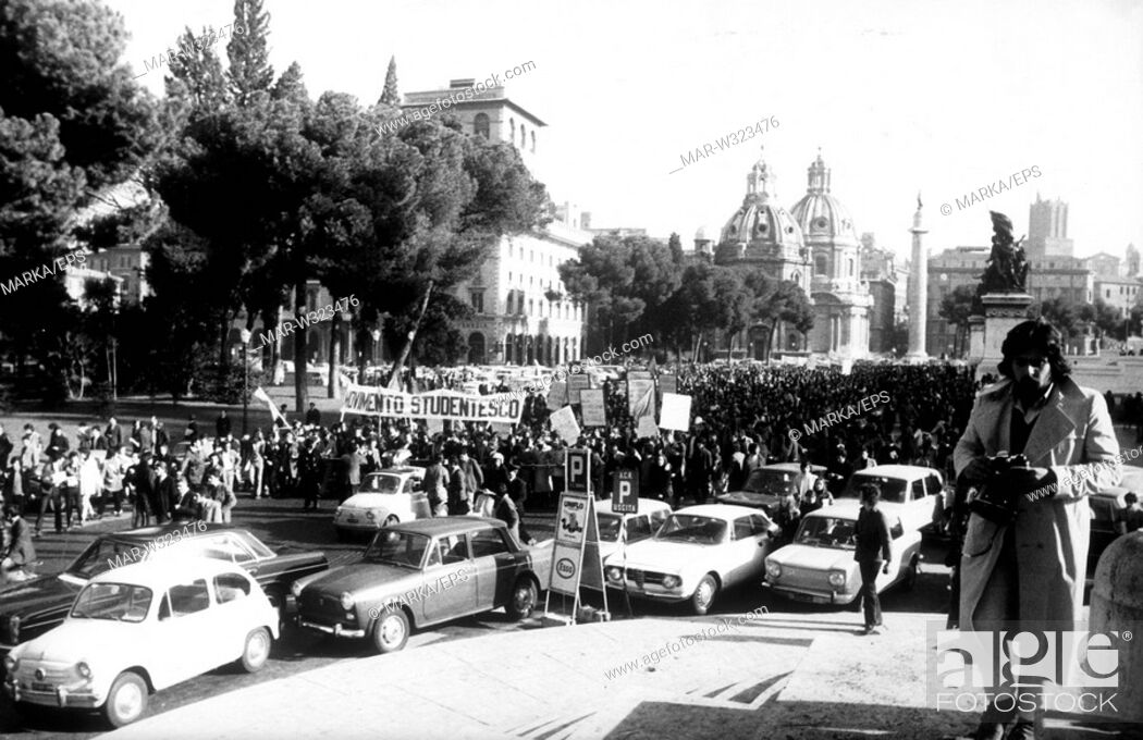 Stock Photo: roma 1968, manifestazione degli studenti di sinistra, movimento studentesco.