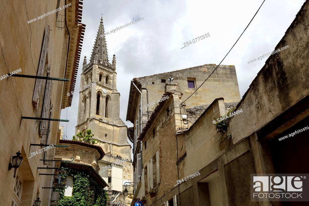Stock Photo: Rue de la Petite Fontaine and Saint-Emilion monolithic church, St. Emilion, Aquitaine, France, Europe.