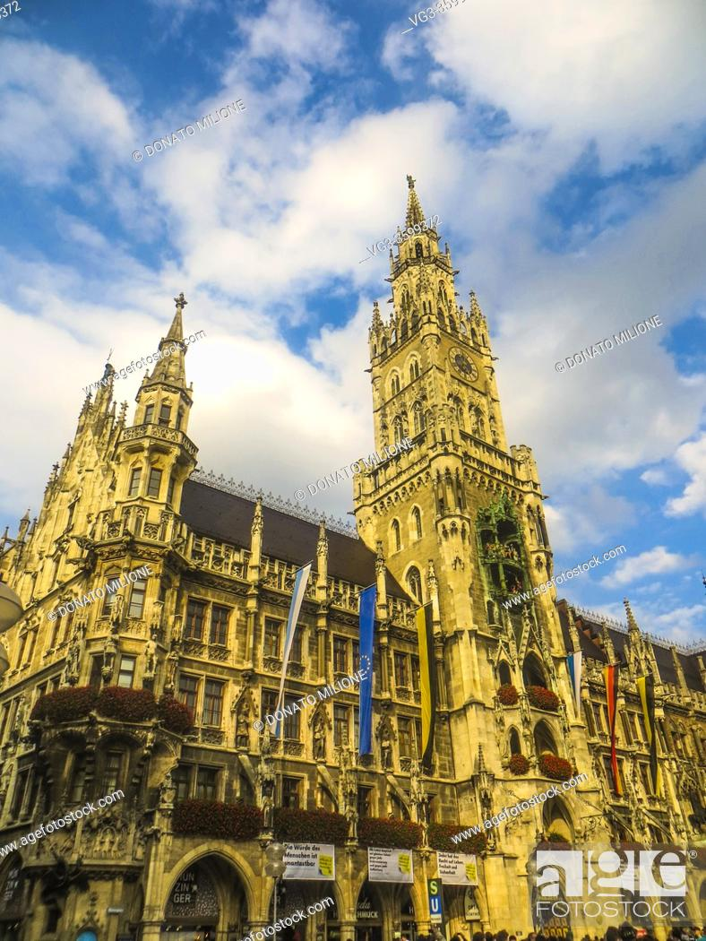 Stock Photo: Munchen, Bavaria, Germany. The tower of the Neues Rathaus (New City Hall) in Marienplatz.