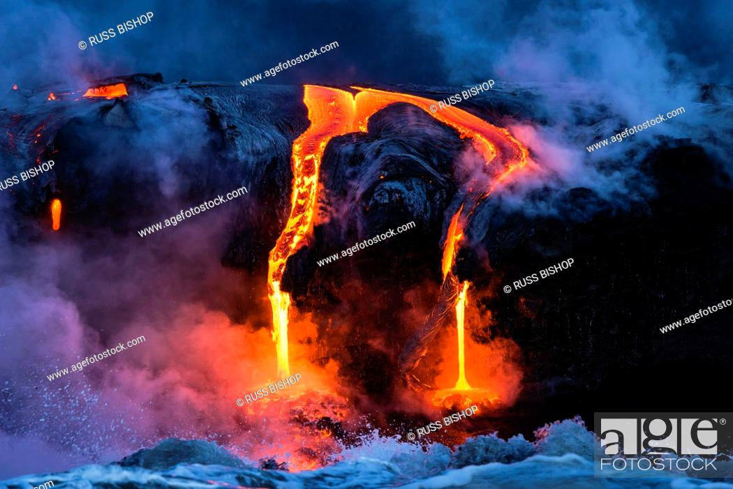 Photo de stock: Lava flow entering the ocean at dawn, Hawaii Volcanoes National Park, The Big Island, Hawaii USA.