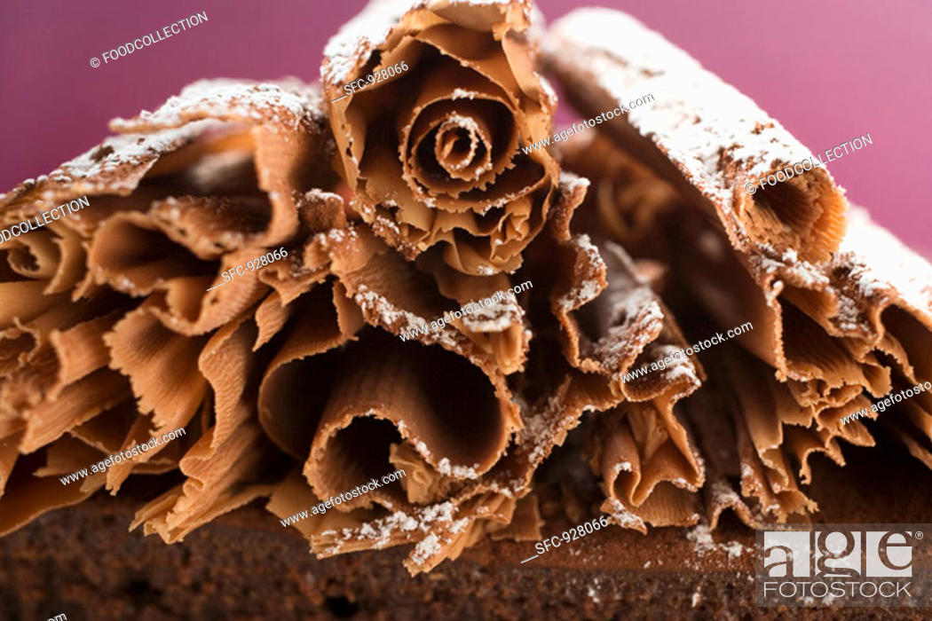 Stock Photo: Chocolate curls with icing sugar on chocolate cake.