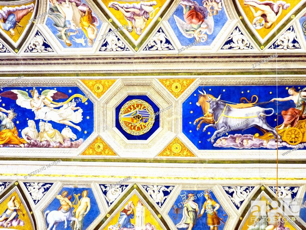 Photo de stock: The Vault in the loggia Galatea by Agostino Chigi that represent's the horoscope - Villa Farnesina, Rome, Italy.