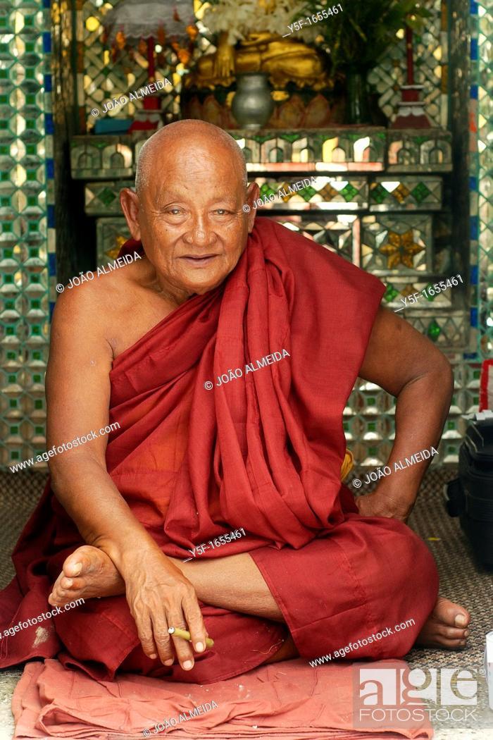 Stock Photo: Elderlt monk at Botataug pagoda.