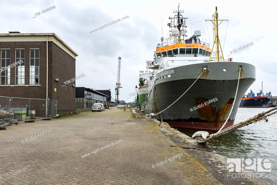 Photo de stock: Rotterdam, Netherlands. Due to the Global Corona Crisis, maritime ships and vessels return to port due to deminished work at seas and oceans.