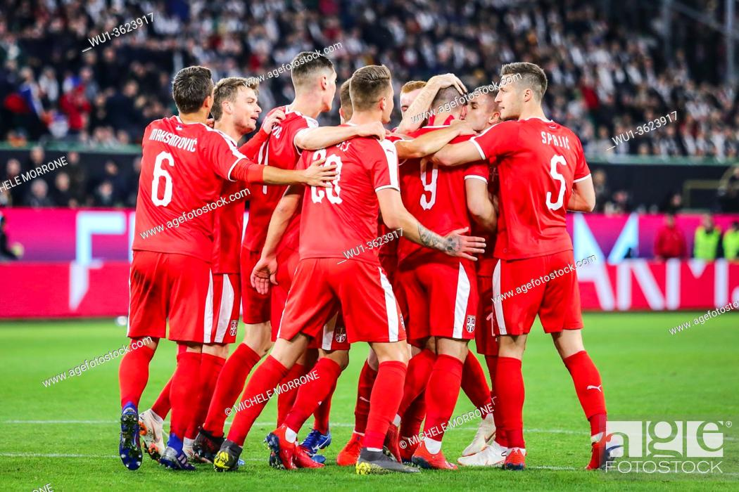 Imagen: Wolfsburg, Germany, March 20, 2019: Serbian national team celebrating a goal during the international soccer game Germany vs Serbia in Wolfsburg.