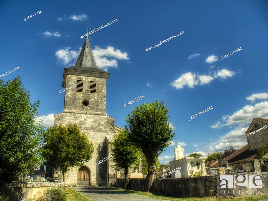 Photo de stock: Church of Christ with cemetery, Eyrenville, Lot-et-Garonne Department, Nouvelle Aquitaine, France.