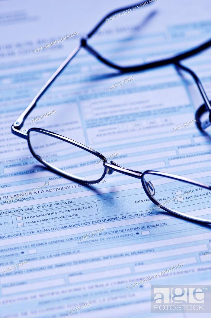 Imagen: Glasses on a document.