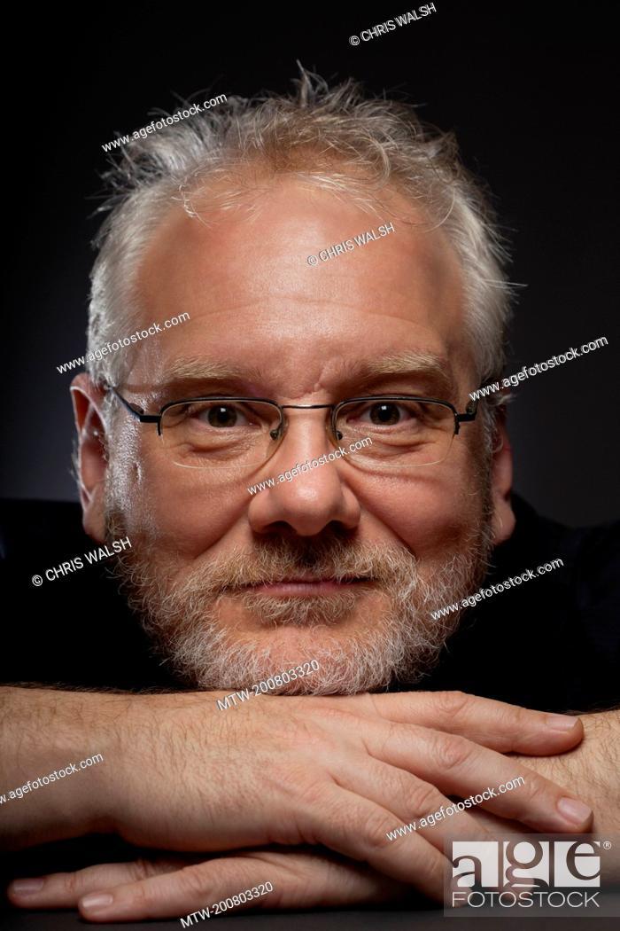 Imagen: Man beard portrait glasses 50 mature middle aged.