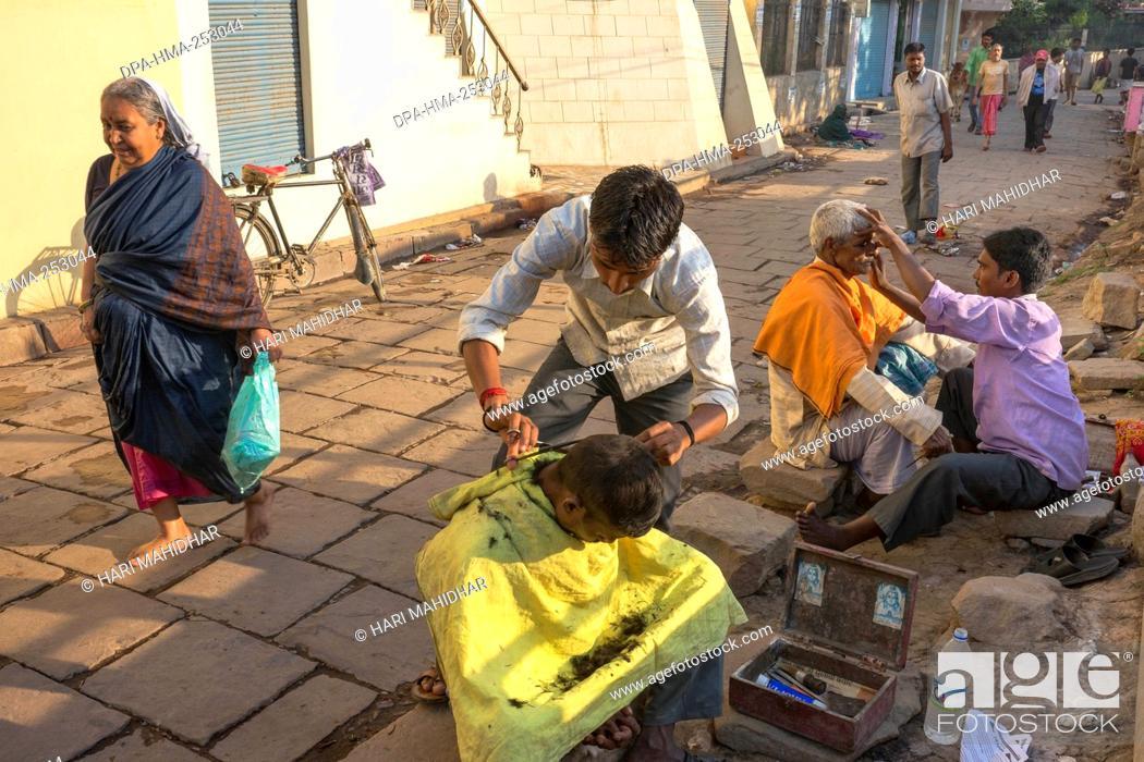 Stock Photo: Hair salon on road, varanasi, uttar pradesh, india, asia.