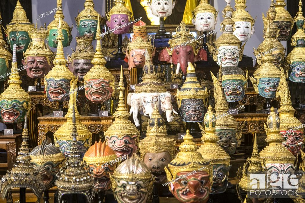 Imagen: Display of thai Khon Masks, Exhibition Throne Hal, l National Museum, Bangkok, Thailand.