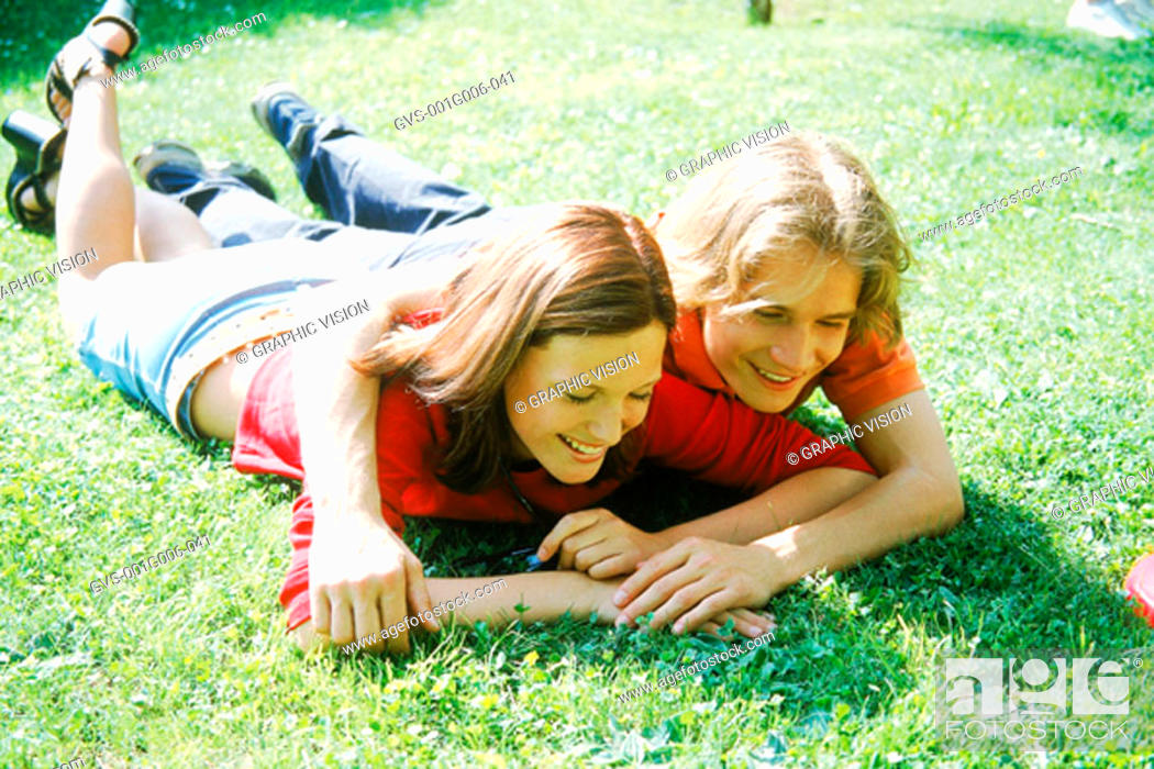 Photo de stock: Young couple lying in the grass.