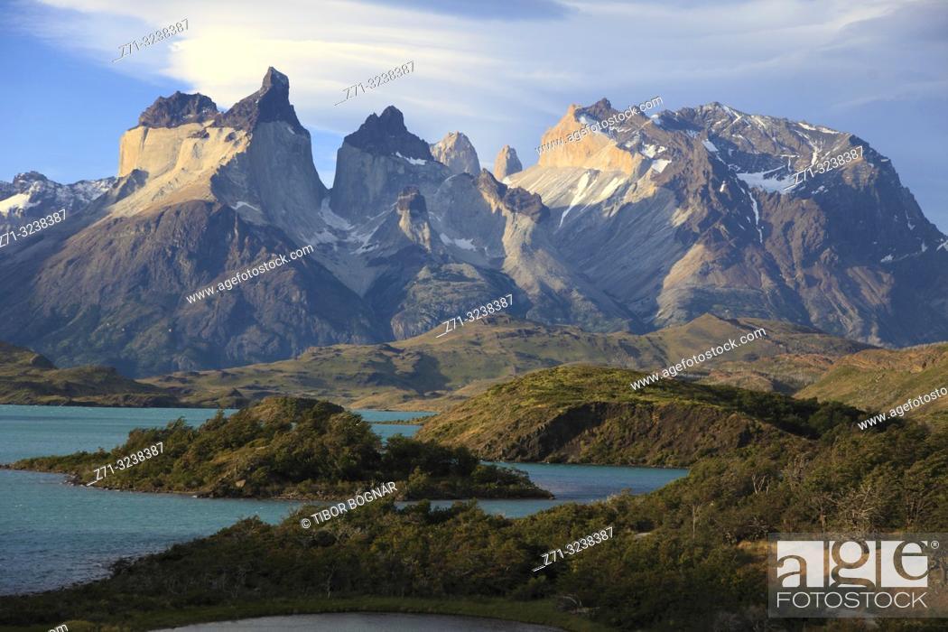 Stock Photo: Chile, Magallanes, Torres del Paine, national park, Cuernos del Paine, Lago Pehoe,.