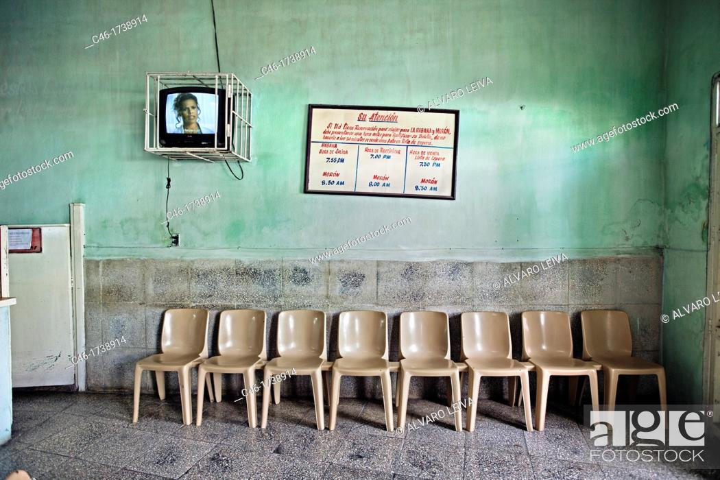 Imagen: Bus station, Camajuani, Santa Clara province, Cuba.